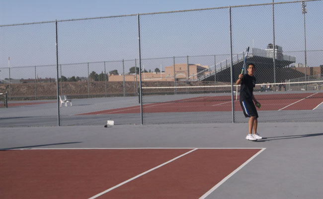Tennis player getting ready to swing (photo by: Karen Castillo).