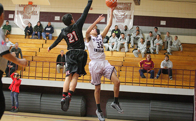 Stefan B takes the ball (photo by Karina Monticone).